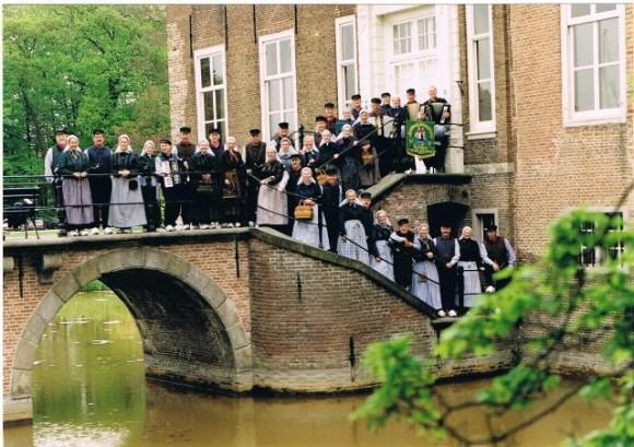 1996 Groepsfoto voor het kasteel