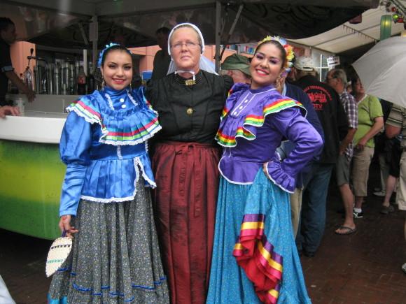 Braderie 2011. Dansgroep uit Mexico