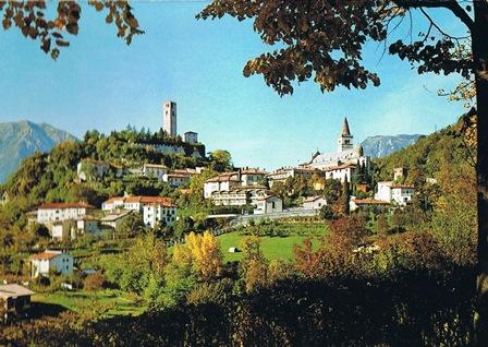 Gemona, een prachtig dorp in Italië, voor de aardbeving van 1976.