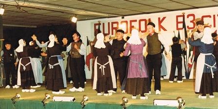 Optreden van de Achterhookse Folkloredansers op het festival van Erba