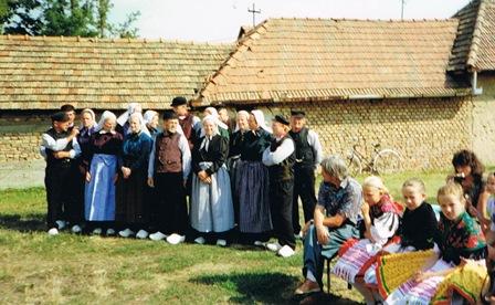 In het kistentuug wachtend voor een optreden in Tápiószecsö