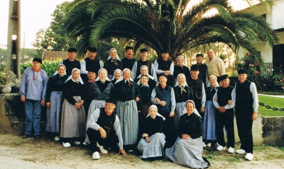 De Ruurlose dansgroep onder de palmbomen in Portugal