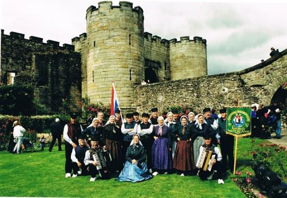 """Groepsfoto voor het historische """"Stirling Castle"""""""