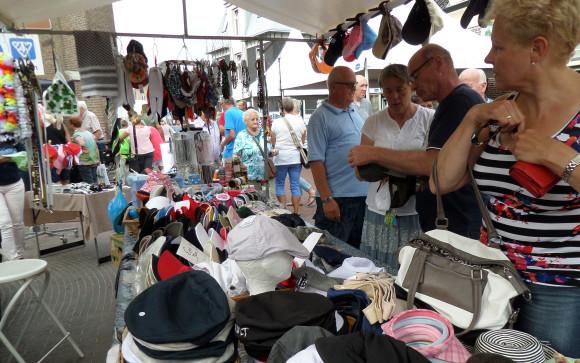 Braderiemarkt 2015 - hoedenkraam